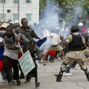 Cientos de haitianos exigen en las calles salida de Martelly
