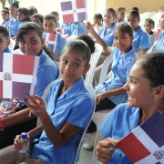 Medina inauguró 5 escuelas Villa Tapia