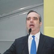 Luis Abinader lanza precandidatura y juramenta directiva de su proyecto