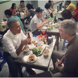 ¡En Exclusiva! Captan a Barrack Obama y Bourdain en Restaurante Chino de Santo Domingo