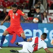 """Perú """"parchó"""" su camiseta para no parecerse al escudo de Chile"""
