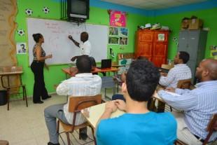El flujo migratorio haitiano obliga aprendizaje de créole, profesionales dominicanos ya aprenden el idioma