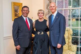 edro Diaz Ballester, la Primera Dama y el Gobernador de La Florida, Rick Scott,  durante la recepción a Líderes Extranjeros en La Mansión, Tallahassee, capital del estado.