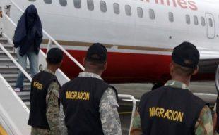 EE.UU. deporta a 633 dominicanos