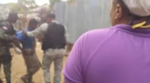 """Haitianos se niegan a ser deportados en Mao, cuando los suben a la """"camiona"""" emigración vuelve a apearlos VIDEO"""