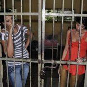 Mujeres podrían ir a la cárcel por revisar el teléfono de su pareja