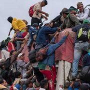 Sale otra inmensa caravana de inmigrantes a los EEUU desde Centro America VIDEO